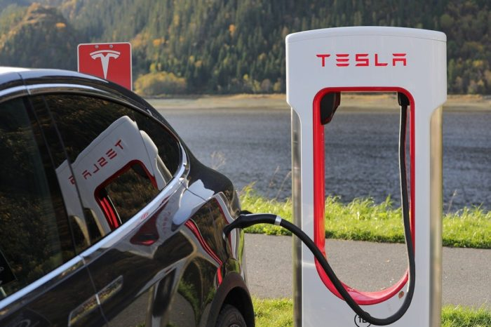 Week in Review: Tesla ends free supercharging, Amazon moves into autonomy and electrification, protests spread across America