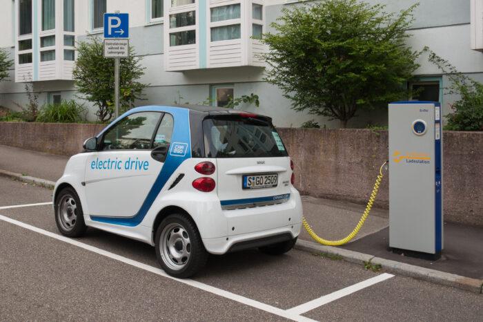 Week in Review: EV sales way up in 2021, Biden's infrastructure slip & Tesla may open up charging network